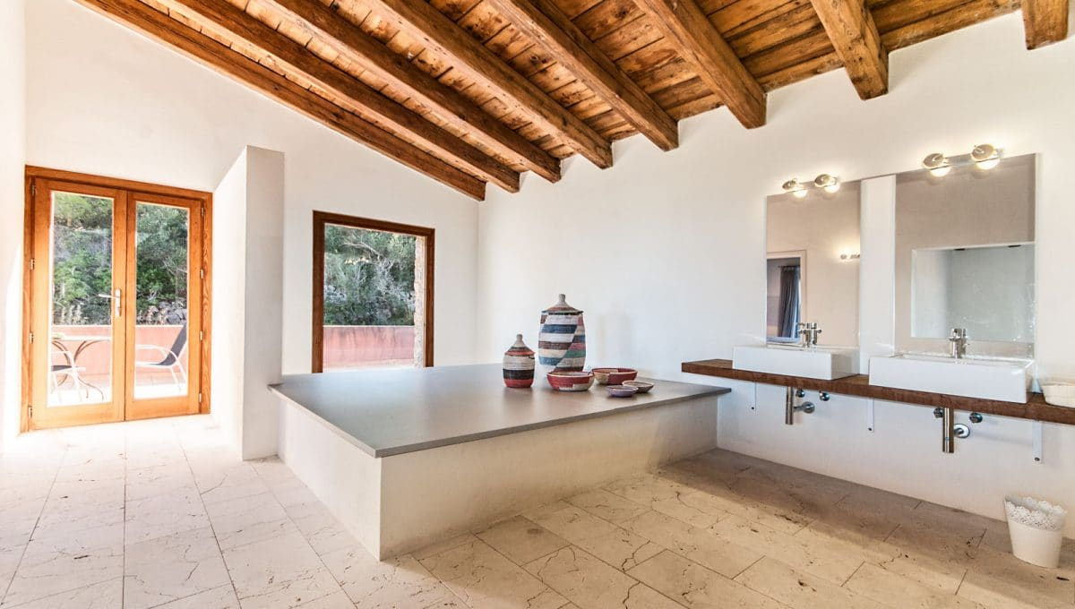 Luxus Finca in Son Carrio Badezimmer