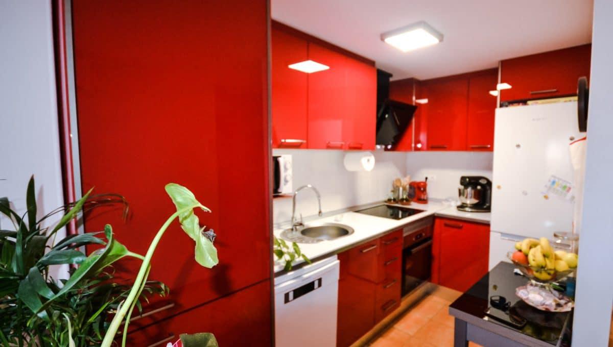 Moderne Küche mir rote Möbel