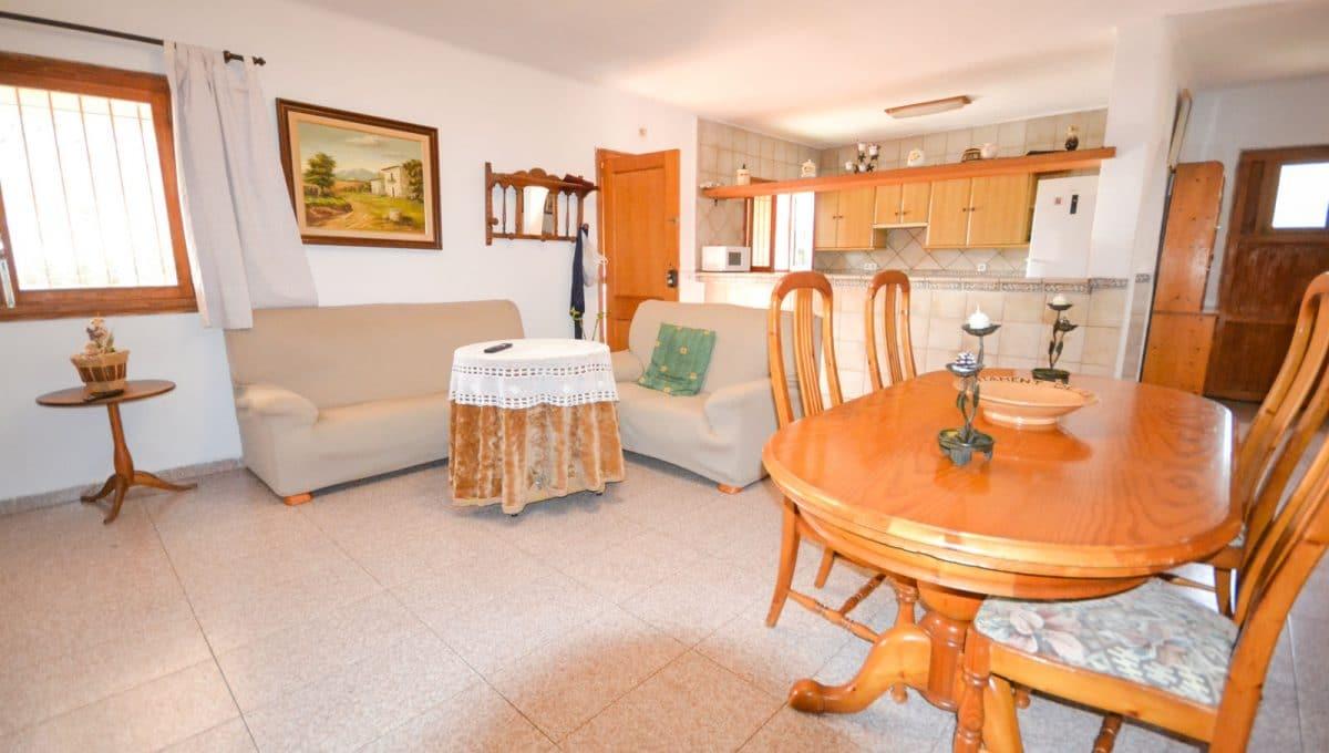 Esszimmer und wohnzimmer mit offene Küche