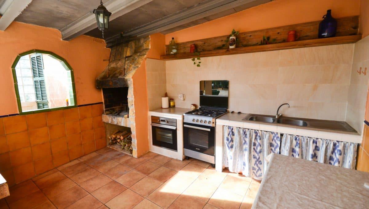 Sommerküche mit Steinofen