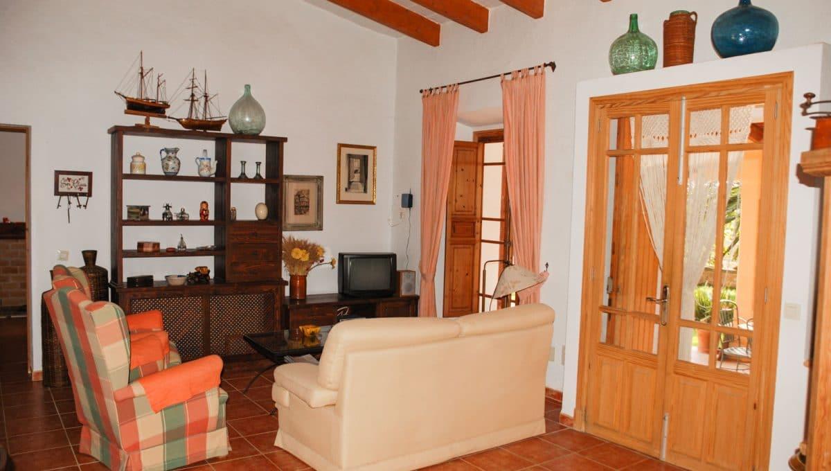 Wohnzimmer mit Kamin in Son Prohens