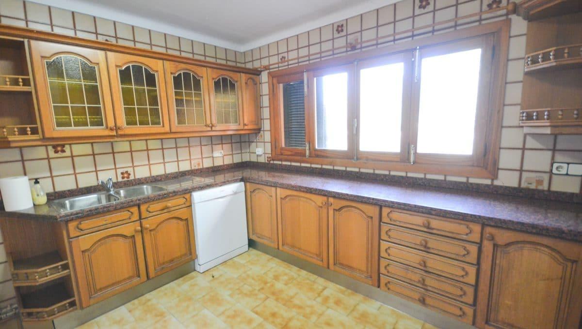 Klassische Küche vollausgerüstet