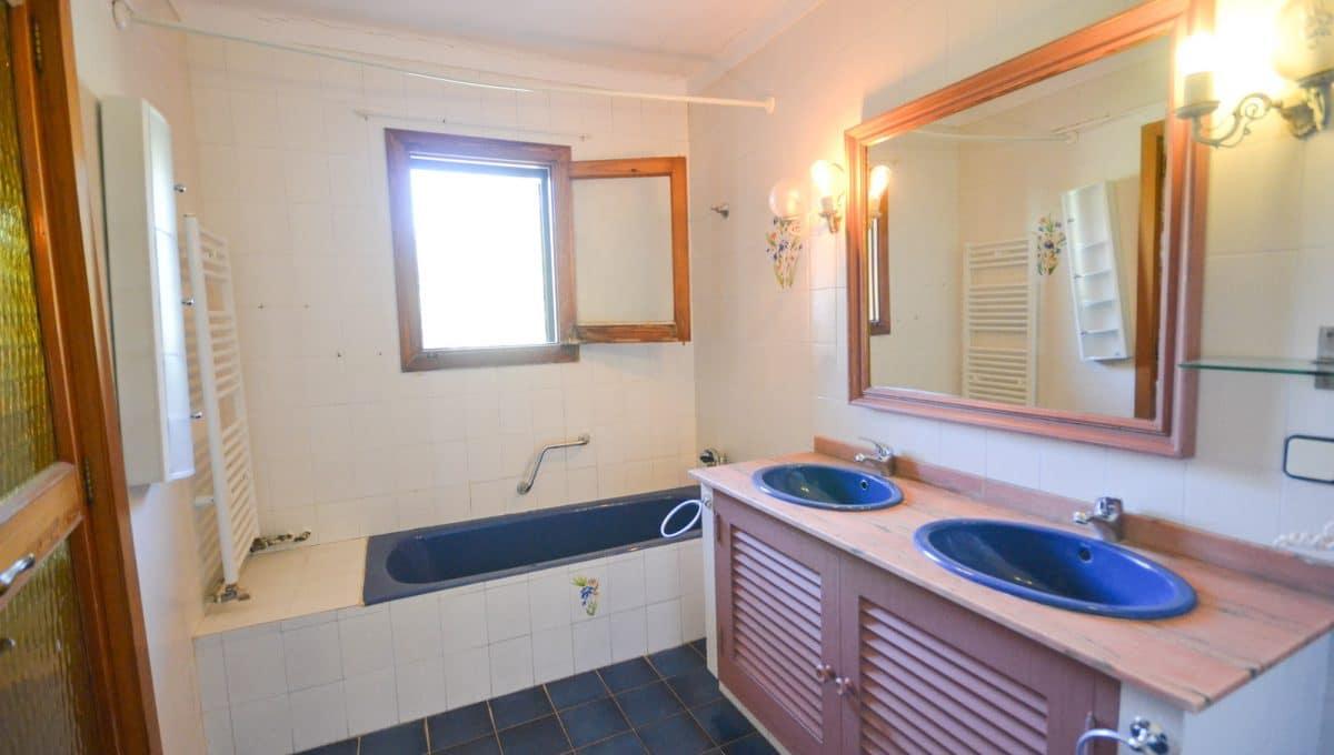 Doppelte Badezimmer mit Badewanne
