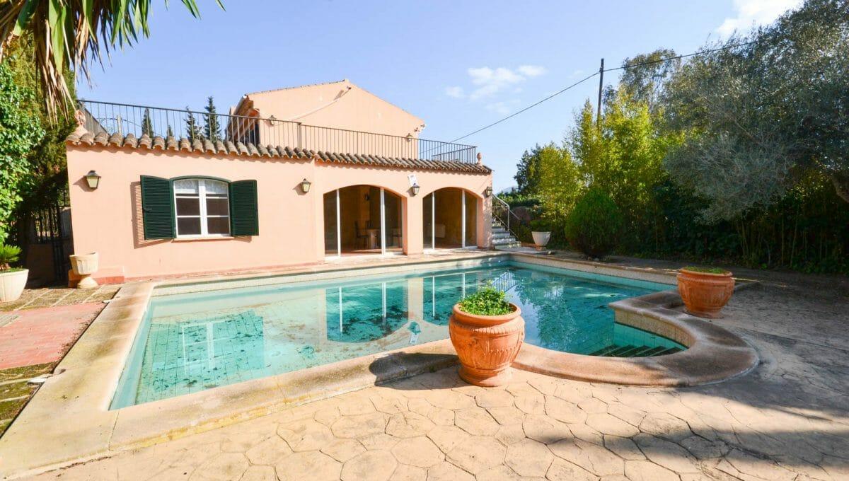 Blick auf innergarten mit Pool in Llucmayor