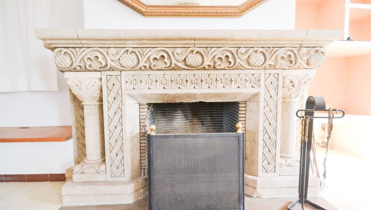 Malerischer Kamin in Grosse Wohnzimmer