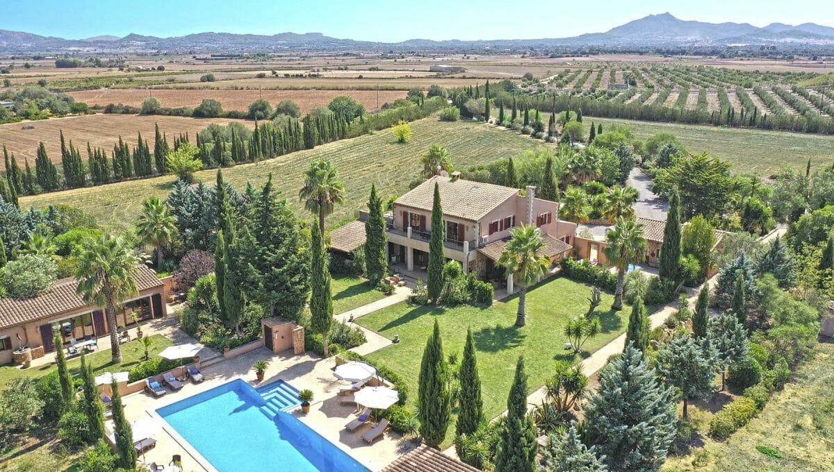 Luxusimmobilien Mallorca mit Swimmingpool Drone