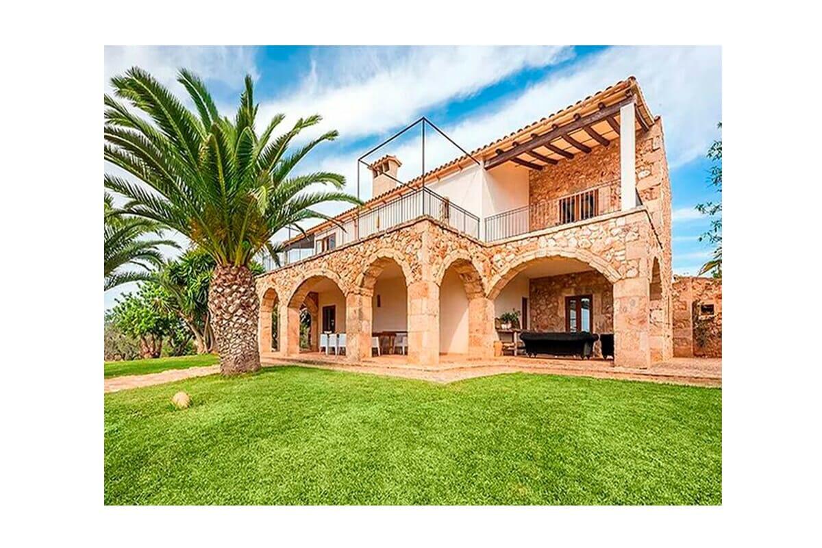 Rustikale Luxus Finca in Ses Salines mit Swimmingpool und Garten