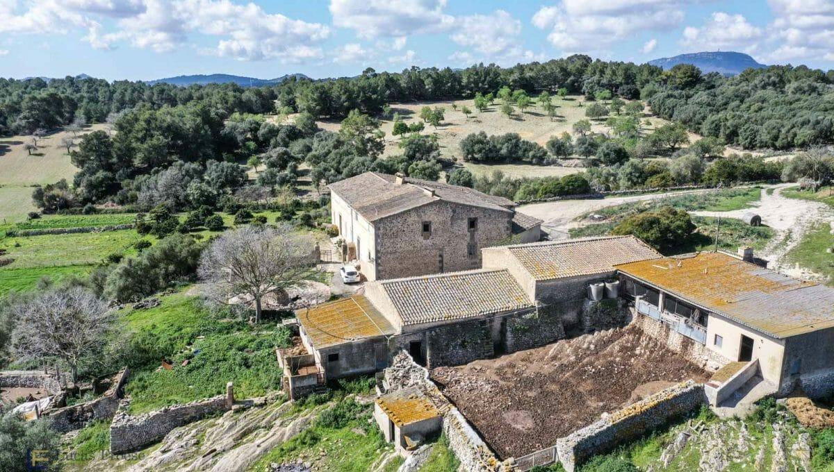 Riesige Finca mit grossem Grundstück in Porreras