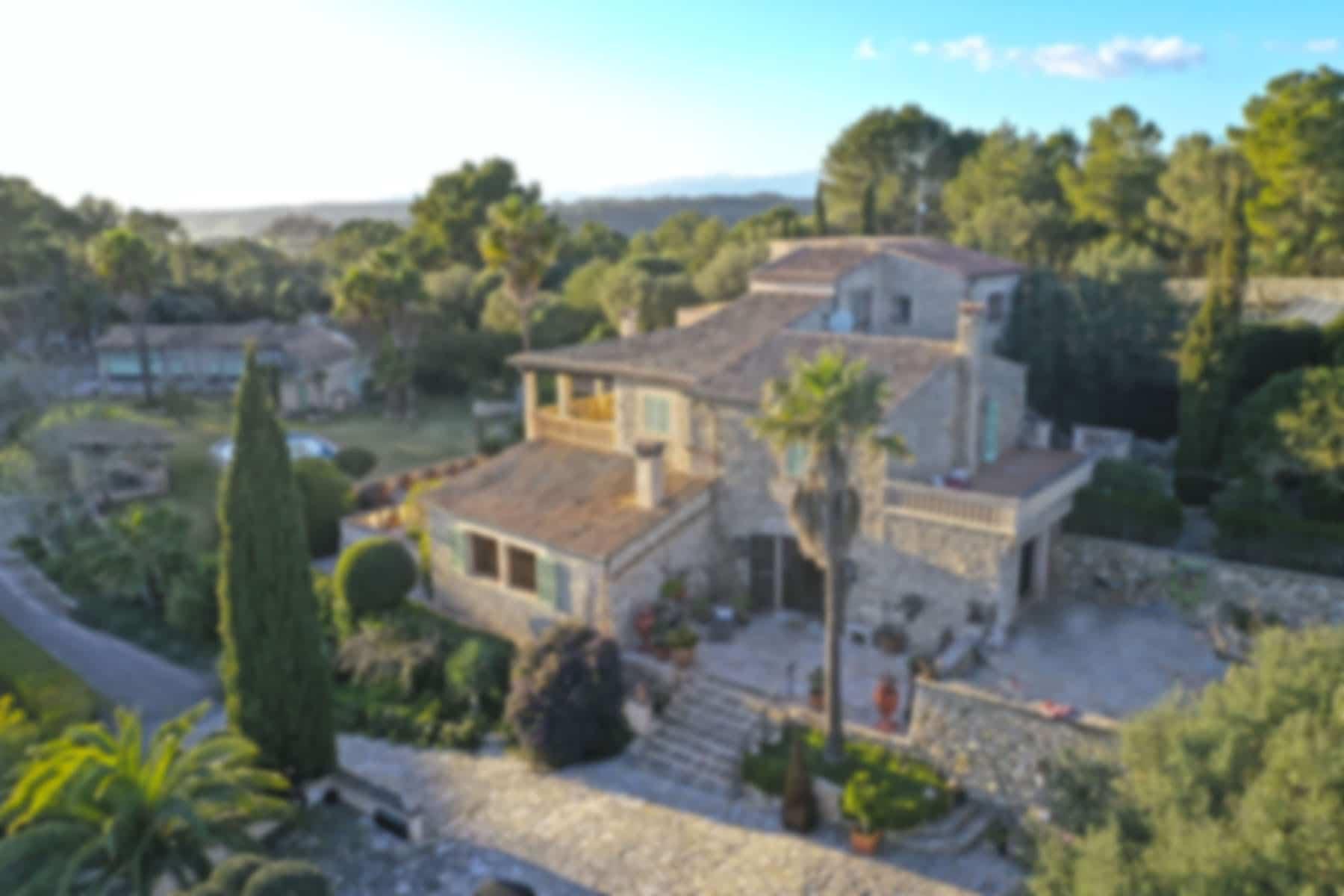 DISCRETE | Luxury finca in Montuiri with swimming pool on a hill