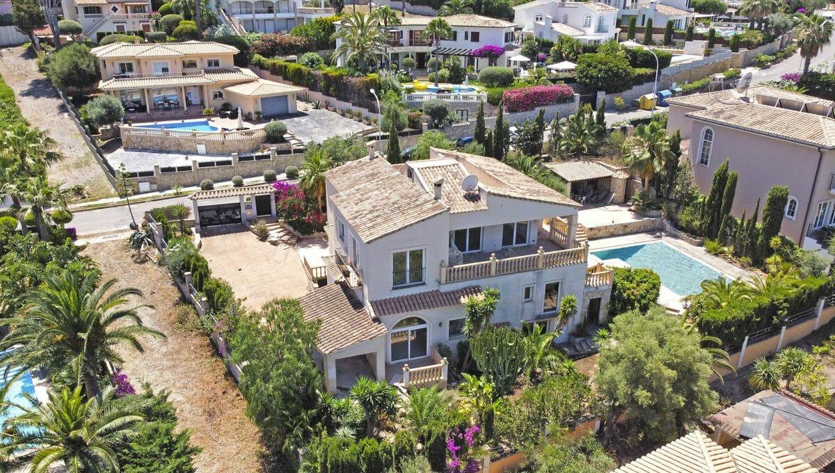 Blick auf die Villa mit Pool in Santa Ponsa